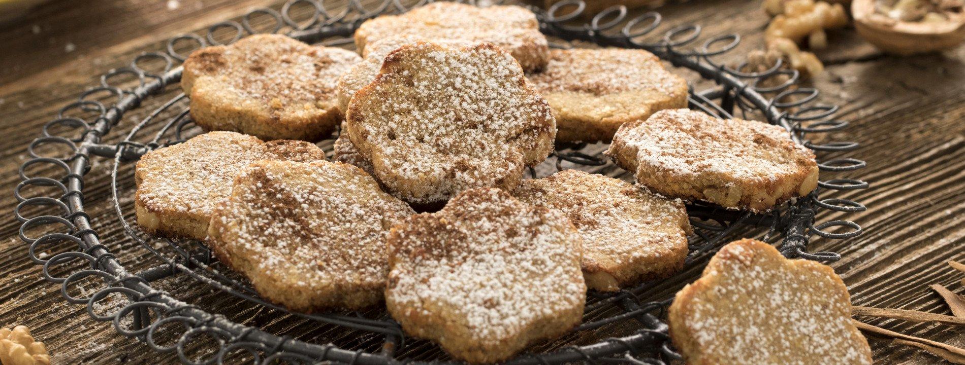 Potato Wafers with Walnuts and Cinnamon