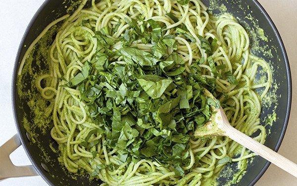 Esparguete com Pesto de Nozes e Espinafres