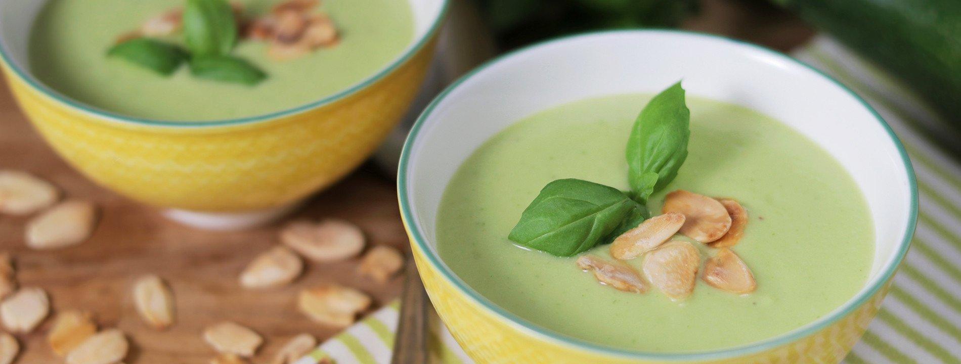 Sopa de Curgete, Manjericão e Amêndoa